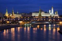Noite Kremlin, Moscovo, Rússia imagem de stock royalty free