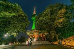 Noite a mais bonita cênico na TORRE de Namsan N-SEOUL da montagem sul fotos de stock