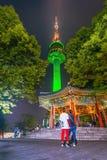 Noite a mais bonita cênico na TORRE de Namsan N-SEOUL da montagem sul fotos de stock royalty free