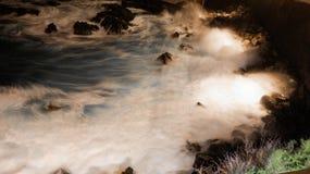 Noite misteriosa Oceano com aspecto do algodão ilustração stock