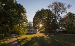 Noite morna do outono na propriedade velha Foto de Stock