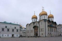 Noite na catedral de Dormition, catedral ortodoxo do russo mim Imagens de Stock