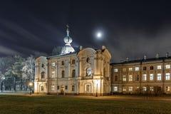 Noite na catedral de Smolny imagens de stock royalty free