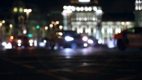 Noite na cidade Fora de foco com obscuro luzes unfocused da cidade Bokeh do tráfego Ruído da cidade filme