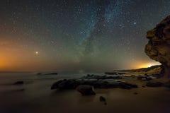 Noite na praia imagem de stock royalty free