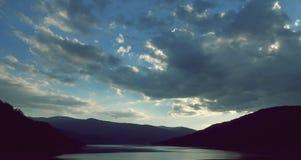 a noite na represa de UZ fotos de stock royalty free