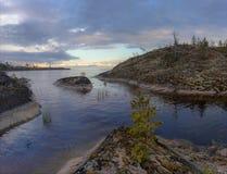 Noite nebulosa no Lago Ladoga Imagem de Stock Royalty Free