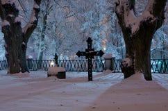 Noite no churchyard Imagens de Stock