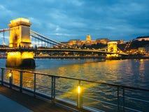 Noite no Danúbio em Budapest, Hungria foto de stock