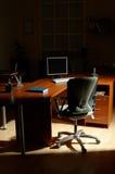 Noite no escritório Imagens de Stock