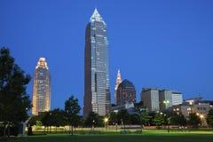 Noite no meio de Cleveland Imagens de Stock Royalty Free
