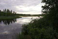 Noite no rio em Finlandia Imagens de Stock Royalty Free