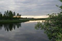 Noite no rio em Finlandia Fotografia de Stock Royalty Free