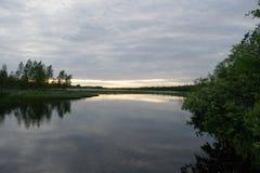 Noite no rio em Finlandia Imagem de Stock