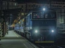 Noite perto do estação de caminhos-de-ferro na cidade de Brno Imagens de Stock Royalty Free