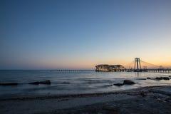 Noite sobre a cidade do mar Durres imagem de stock royalty free