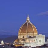 Noite sobre a igreja da catedral de Florença, Italy Fotografia de Stock