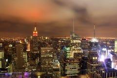 Noite sobre a skyline de New York City Fotografia de Stock