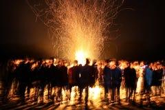 Noite surpreendente do fogo do acampamento Fotografia de Stock Royalty Free