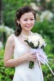 Noiva asiática no vestido de casamento foto de stock