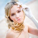 Noiva bonita com lírio imagens de stock