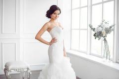 Noiva bonita Conceito luxuoso do vestido da forma da composição do penteado do casamento fotos de stock royalty free
