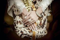 Noiva bonita do Javanese que usa Kebaya e Batik de Yogyakarta imagem de stock