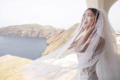 Noiva bonita no balcão fotografia de stock