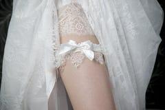 Noiva branca das meias do laço Fotos de Stock Royalty Free