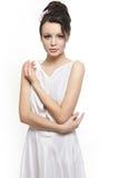 Noiva branca desgastando do vestido da mulher bonita 'sexy' Fotos de Stock