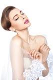 A noiva cobriu-se com um véu. Imagens de Stock Royalty Free