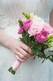 Noiva com ramalhete do casamento Fotos de Stock