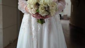 Noiva com ramalhete do casamento video estoque