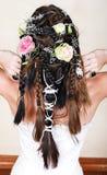 Noiva com tranças e rosas imagens de stock royalty free