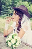 Noiva com um charuto, matizado Fotos de Stock