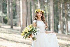 Noiva com um ramalhete grande Fotografia de Stock Royalty Free