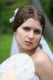 A noiva com um ventilador Fotos de Stock Royalty Free