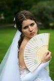 A noiva com um ventilador em uma mão Imagem de Stock Royalty Free