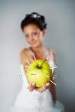 Noiva com uma maçã imagens de stock