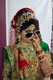 Noiva com vidros - Índia Imagem de Stock