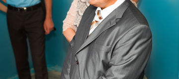 Noiva de espera do noivo Apenas casado Fim acima Fotos de Stock Royalty Free