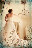 Noiva de Grunge no branco em romano foto de stock royalty free