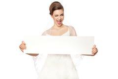 Noiva de sorriso com propaganda. foto de stock royalty free