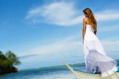 Noiva de sorriso hapy nova no dia do casamento imagem de stock royalty free