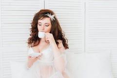 Noiva do boudoir da manhã Fotos de Stock