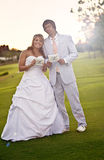 Noiva e noivo apenas casados fotos de stock