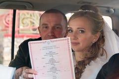 Noiva e noivo bonitos Fotografia de Stock Royalty Free