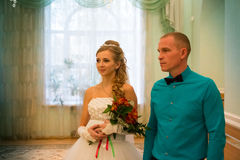 Noiva e noivo bonitos foto de stock royalty free