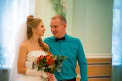 Noiva e noivo bonitos imagens de stock royalty free