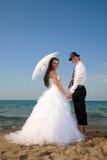 Noiva e noivo na praia Fotografia de Stock